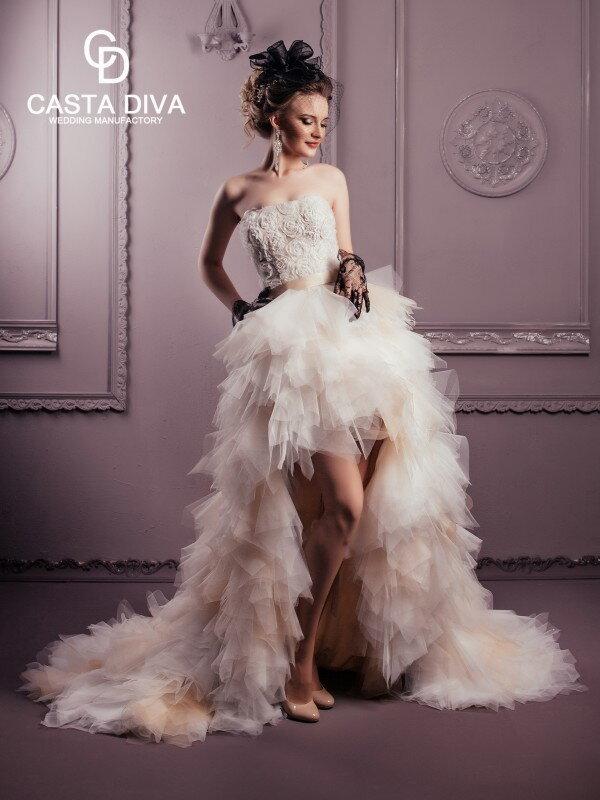 Короткое свадебное платье со шлейфом Ivonn 0882m