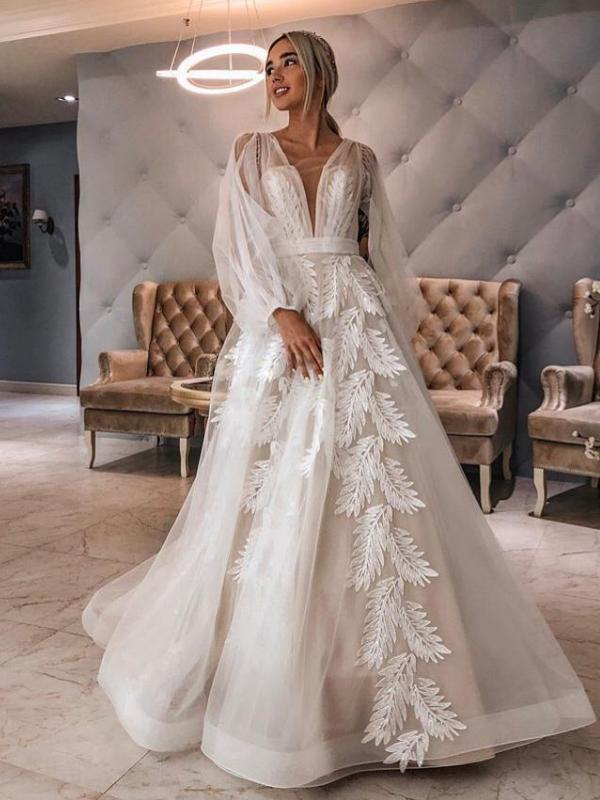 Свадебное платье со шлейфом Paola 411