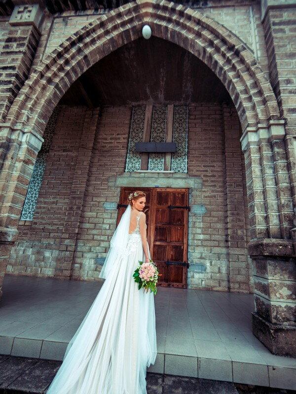 Открытое свадебное платье с бантом Olivy 469