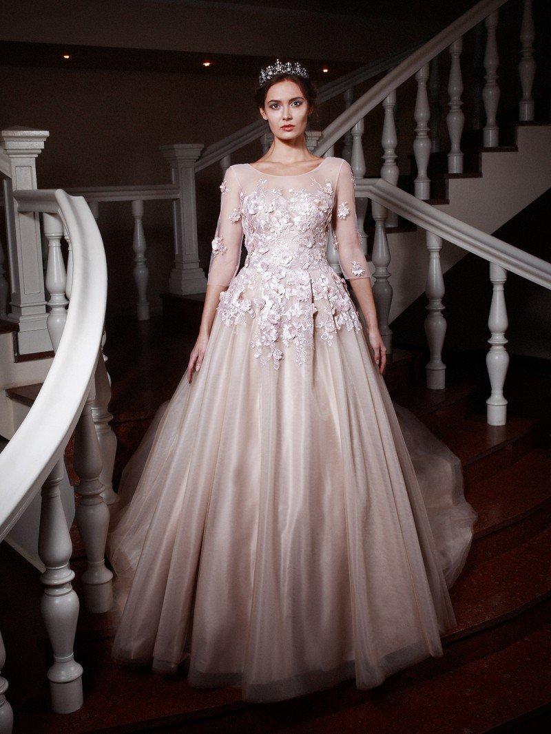 Пышное свадебное платье со шлейфом и кружевным верхом арт. 114М