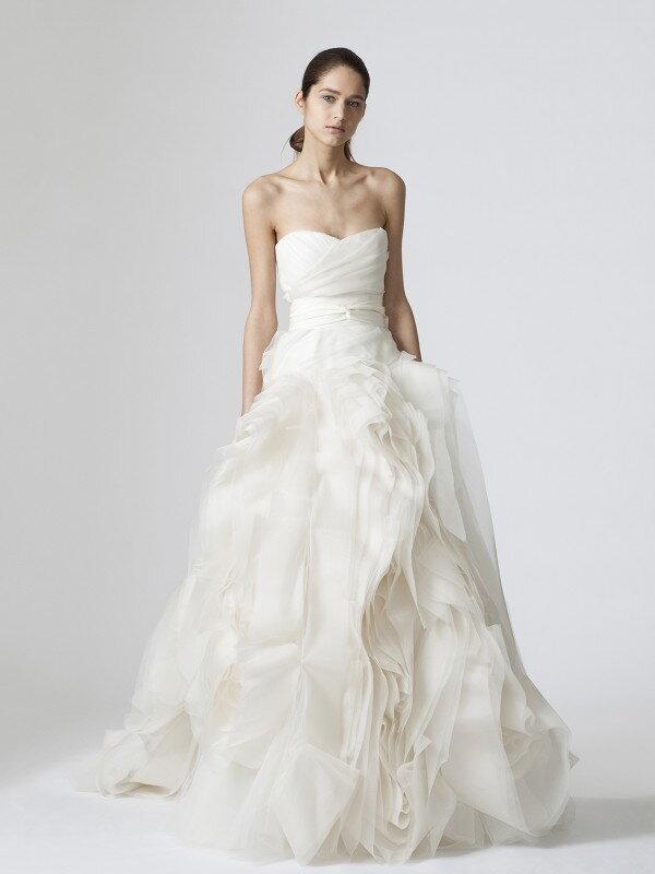 Свадебное платье с воланами 497