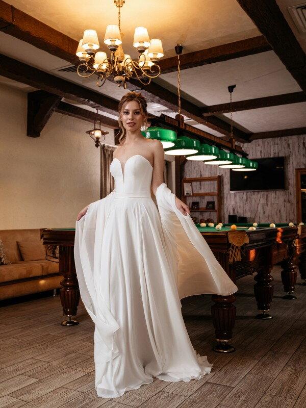 Короткое свадебное платье со шлейфом Capella 449