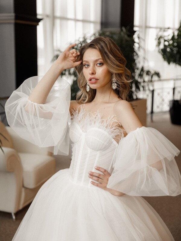 Открытое свадебное платье Vela 681