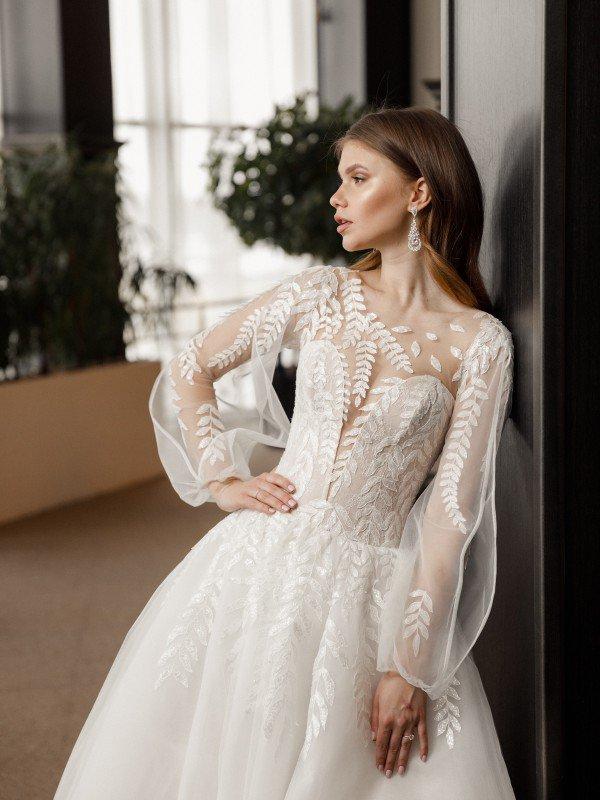 Пышное свадебное платье с кружевом Phoenix 695