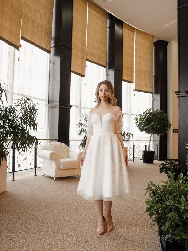 Короткое свадебное платье с рукавами Izar 748