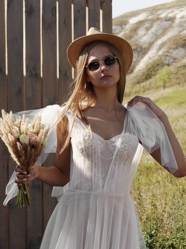 Свадебное платье со шлейфом Lora 2521