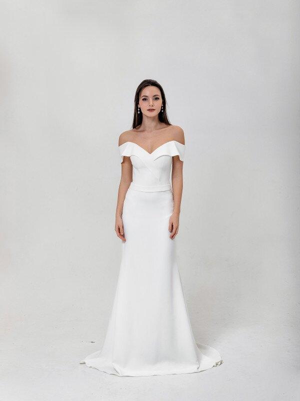 Свадебное платье со шлейфом April 4441
