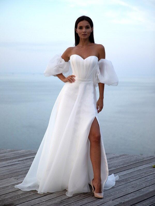 Длинное свадебное платье со шлейфом Sky 1322