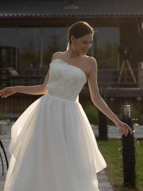Длинное свадебное платье со шлейфом Agata 7322