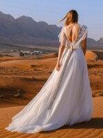 Свадебное платье с рукавами крылышками