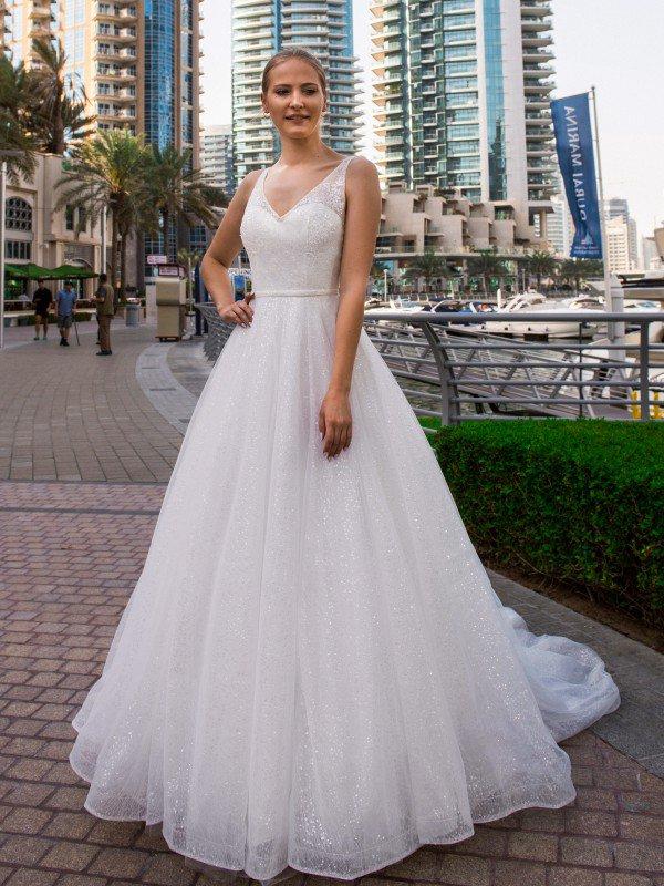 Длинное свадебное платье со шлейфом Vilma 369