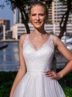 Свадебное платье А силуэта расшитое стразами