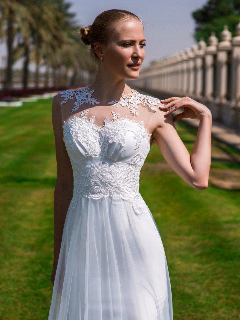 Кружевное свадебное платье А силуэта и открытой спинкой