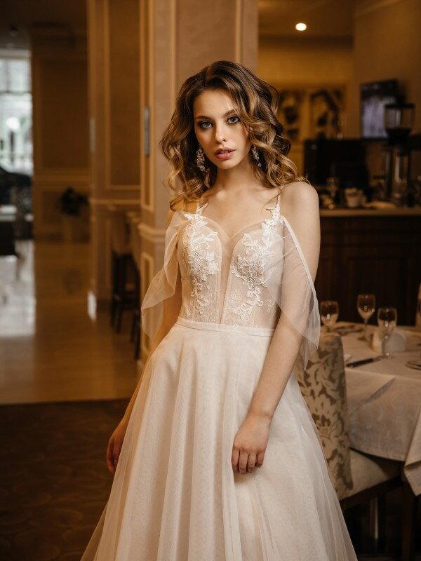 Открытое свадебное платье с кружевом Ivet 431