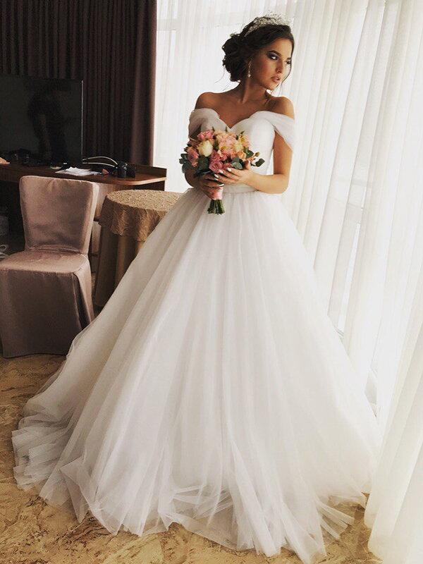 Длинное свадебное платье со шлейфом Gerda 610