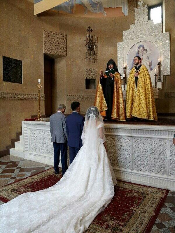 Свадебное платье пошив кружевного свадебного платья с супер длинным шлейфом